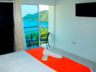 SMR555A - Habitación Superior con Balcón - Suitehouse Taganga