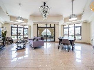 Downtown Al Tajer 3/bedrooms Apt.4052