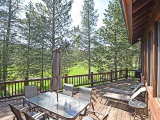 Spacious Truckee Home with Backyard, Hot Tub & HOA