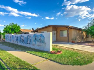 'OMG! THIS PLACE IS PERFECT!' 3 bdrm 2 bath home near U of A, Downtown, I-10