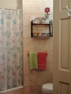 Bedroom 4's En-suite bathroom