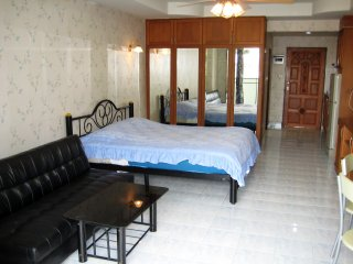 320 Quiet Comfort Studio Condo Garden View Large Pool South Pattaya Beach