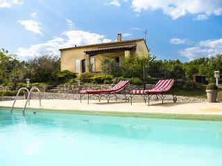 Villa avec piscine au calme sur terrain de 4700 m2