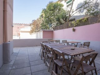 Liverpool Terrace apartment in Graca with WiFi & private terrace.
