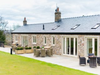 The Granary, luxury large stone cottage