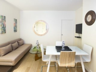 STYLISH 2-BR APARTMENT NEAR TIMES SQUARE