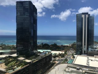 Ala Moana beach 2 bedroom/