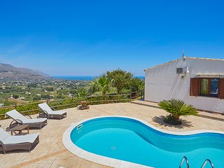 VILLA CELESTE with sea view and pool