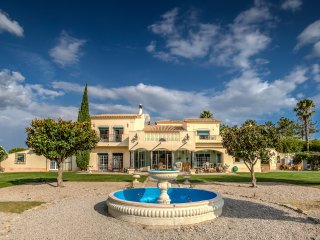 Luxury 5-Bed Villa, beautifully landscaped gardens own pool and tennis court