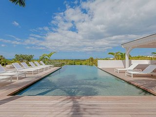 ALWAYS...  Irma Survivor, Hillside 6 BR luxury villa  in Terres Basses -