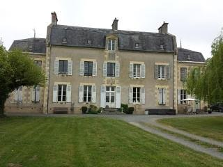 Château Oliveau / Doubleroom, holiday rental in Le Veurdre