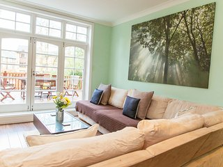 Gorgeous 3 Bedroom Apartment with Private Garden