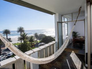 Bright, spacious, newly renovated apartment on Camps Bay beach!