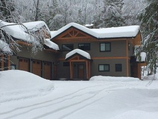 Chalet Revelstoke Two Bedroom Suite, 200m from Resort, Choose King or Twin Beds