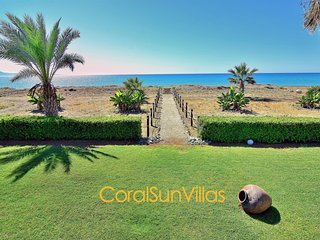 Beach Front - On the Sandy Beach (30m) - Impressive Villa, Complete Privacy