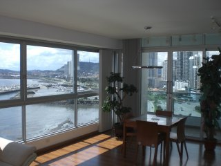 Ocean Front Tower:  Panoramic Panama Bay View 230 degrees:  Spectacular: