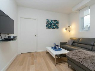 CONTEMPORARY 2BR NEAR TIME SQUARE-GYM