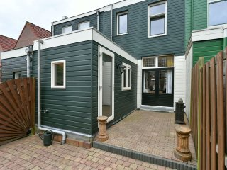 Nice house with garden close to Amsterdam