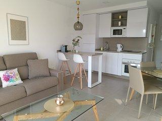 Espectacular apartamento en pleno centro de la Cala y a 50 metros de la playa.