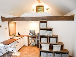 Intimate Fremont Cottage Loft