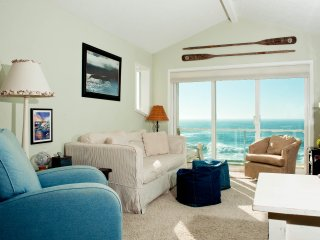 *Promo!* Oceanfront, Single Bedroom Condos - Indoor Pool, Jacuzzi and More!
