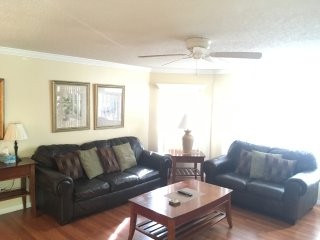 Beautiful Condo MINUTES from Disney