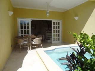 Pretty, new Beach Townhouse, 2 Bedrooms, pool