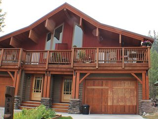 Private Newer 3 bedroom Chalet Home