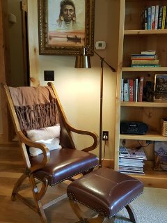 a very comfortable reading area to plan your next adventure, so many choices, so little time!