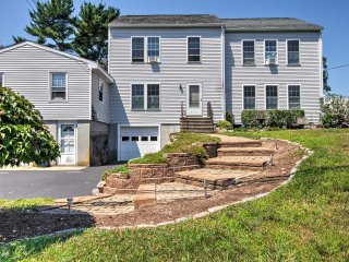 Wakefield House - Steps from Marina & Main Street!