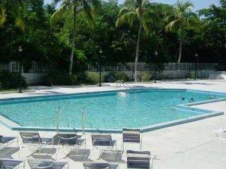 Views, Beach, Shopping, Dinning in prestigious Sunny Isles Beach, Miami