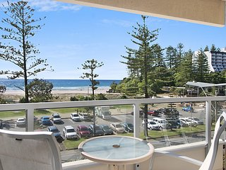 Kooringal Unit 10 - Straight across the road from Twin Towns Services Club
