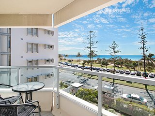Kooringal Unit 9 - Great location opposite Greenmount Beach Coolangatta