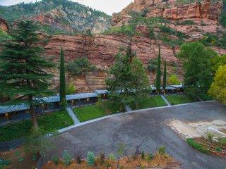 Cabin 4 Destination at Oak Creek