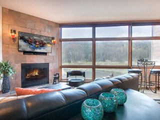 River Bank Lodge 2914 - Heart of River Run Village, mountain views, private jacu