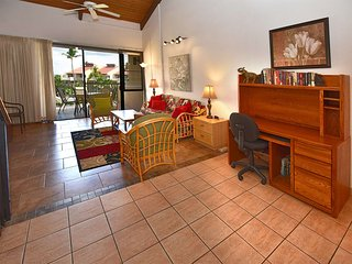 Refreshed 2-Story w/Lanai, Island Decor, Kitchen, Washer/Dryer–Kamaole Sands