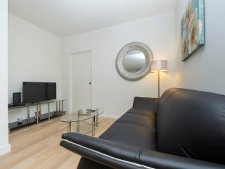 12L-CLINTON:39TH ST. 2BR APT-GYM-BALCONY