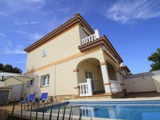 LISA con piscina privada y jardin