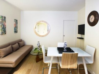 8J-MIDTOWN WEST 2BR APT WITH ROOF TOP-DOORMAN-GYM