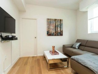 12B-MIDTOWN WEST 2BR-DOORMAN-GYM-AIRCON