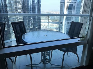 Cozy Two Bedrooms Apartment in Jumeirah Lake Towers