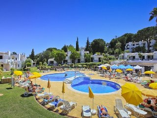 Luxury 3 Bedroom Apartment, Pool & Garden Views, Clube Albufeira near Old Town