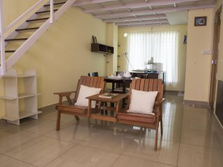 TRANSIT HOME STAY FAMILY  STUDIO