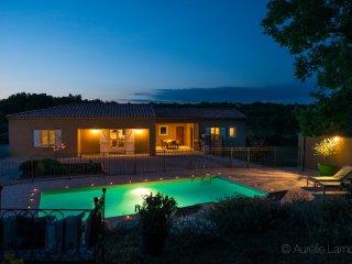 villa piscine privée sur jardin de 3300m² calme