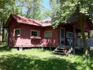 Lake of the Woods - 2 bedroom cabin - sleeps 4/5 - cabin 4