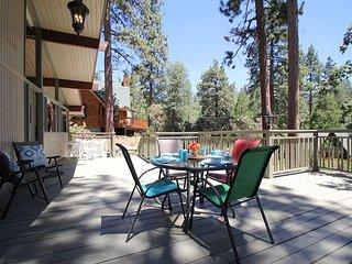 Charming 'Cedar Glen' Mountain View Home