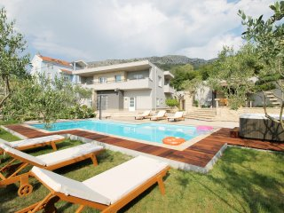 New & Luxury VILLA GABRIELLA  near Split