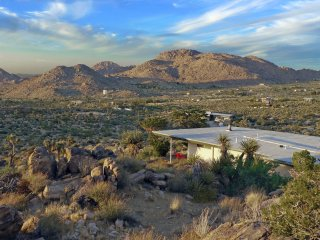 Zen House - see at JoshuaTreeGetaways.com