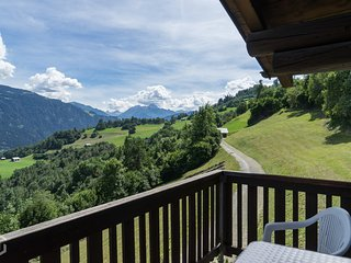 A dream in the Swiss Alps! 3 bedrooms, 2 bathroom, HD TV, Sauna!