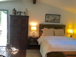 Cottage at Laurel Canyon Mission ( pet friendly)!